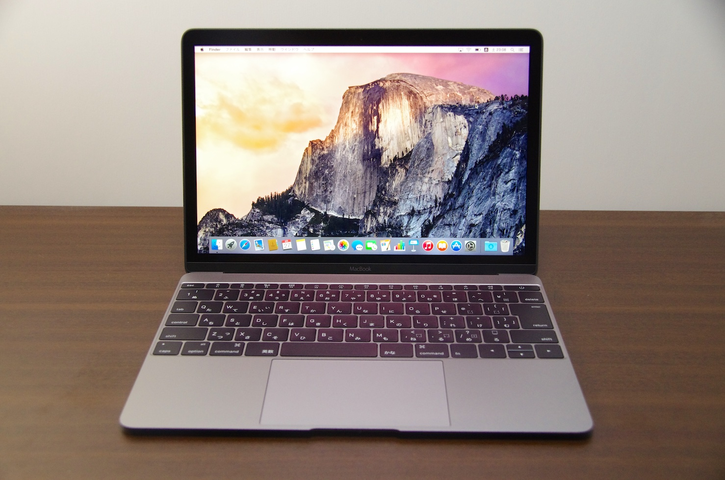 【レビュー】薄くてかっこいい!新型MacBook 12インチ スペースグレイが届いた。