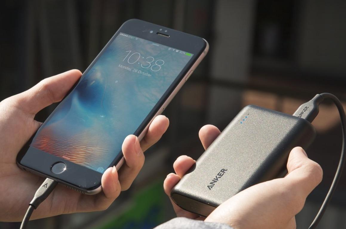 カードサイズなのにiPhone6sを4回充電可能!最強モバイルバッテリー「AnkerPowerCore 10000」が発売!