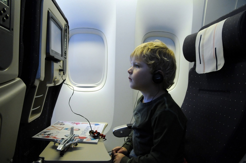 赤ちゃん・子供との長時間飛行機対策グッズ10選!ばっちり準備で不安な時間を快適にする方法!