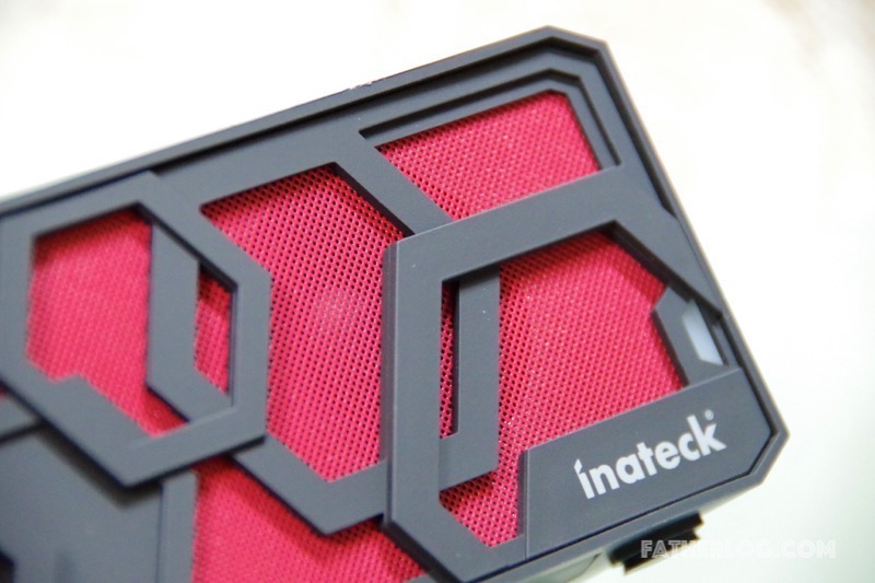 Inateck-Bluetooth-Portable-Speaker-08