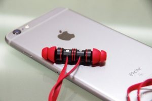 iEC-Technology-Bluetooth-Earphone-01