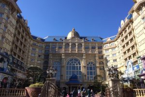 tokyo-disneyland-hotel-concierge-turret-room-01