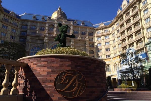 tokyo-disneyland-hotel-concierge-turret-room-02