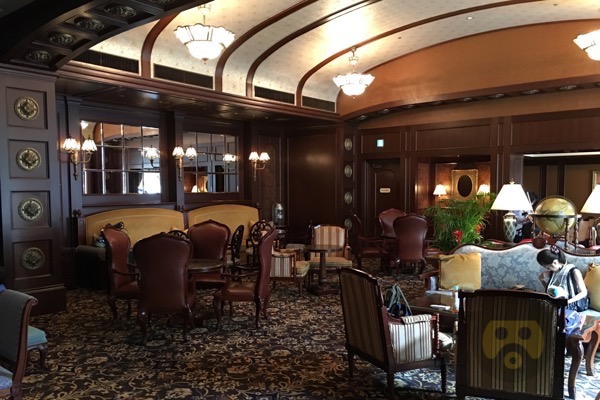 tokyo-disneyland-hotel-concierge-turret-room-05