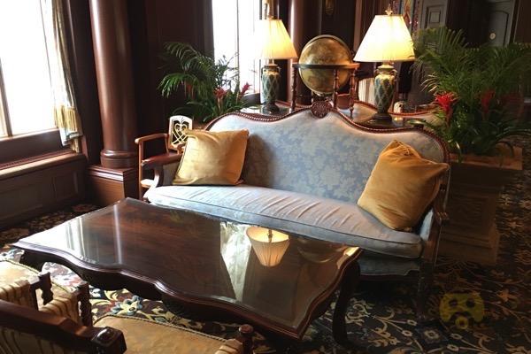 tokyo-disneyland-hotel-concierge-turret-room-11