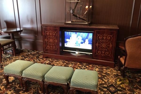 tokyo-disneyland-hotel-concierge-turret-room-12