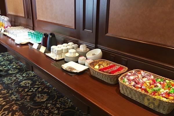 tokyo-disneyland-hotel-concierge-turret-room-13