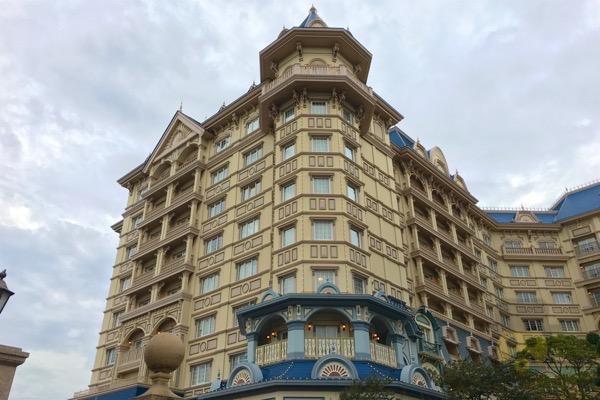 tokyo-disneyland-hotel-concierge-turret-room-17