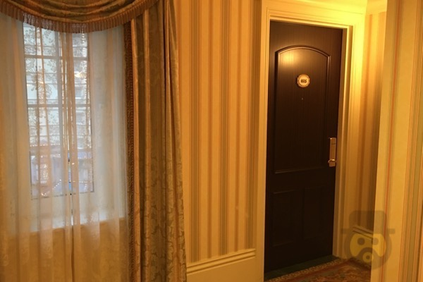 tokyo-disneyland-hotel-concierge-turret-room-18