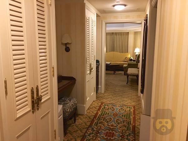 tokyo-disneyland-hotel-concierge-turret-room-19