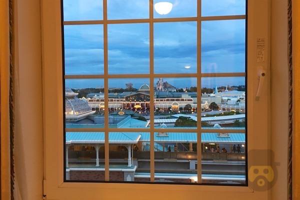tokyo-disneyland-hotel-concierge-turret-room-25