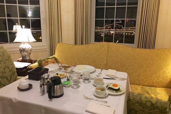 tokyo-disneyland-hotel-concierge-turret-room-31