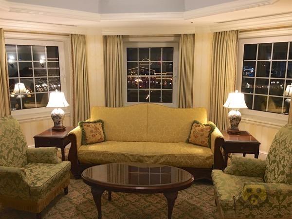 tokyo-disneyland-hotel-concierge-turret-room-36