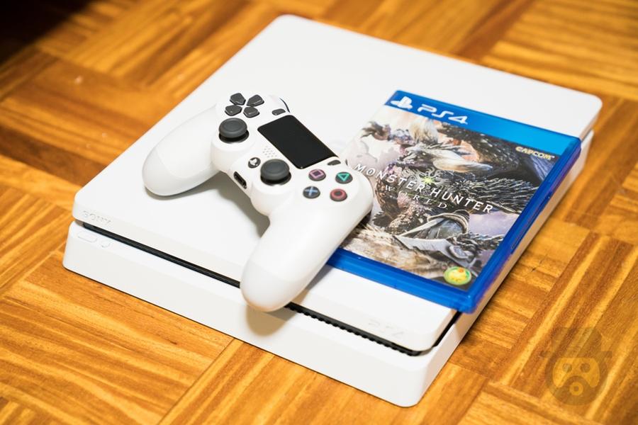 PS4のグレイシャー・ホワイト1TBを購入、モンハンワールド始めました!